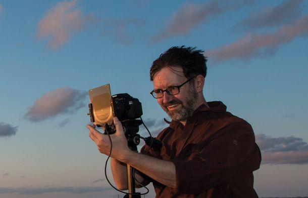 Сбалансируйте фотографию заката с помощью градиентного нейтрально серого фильтра.