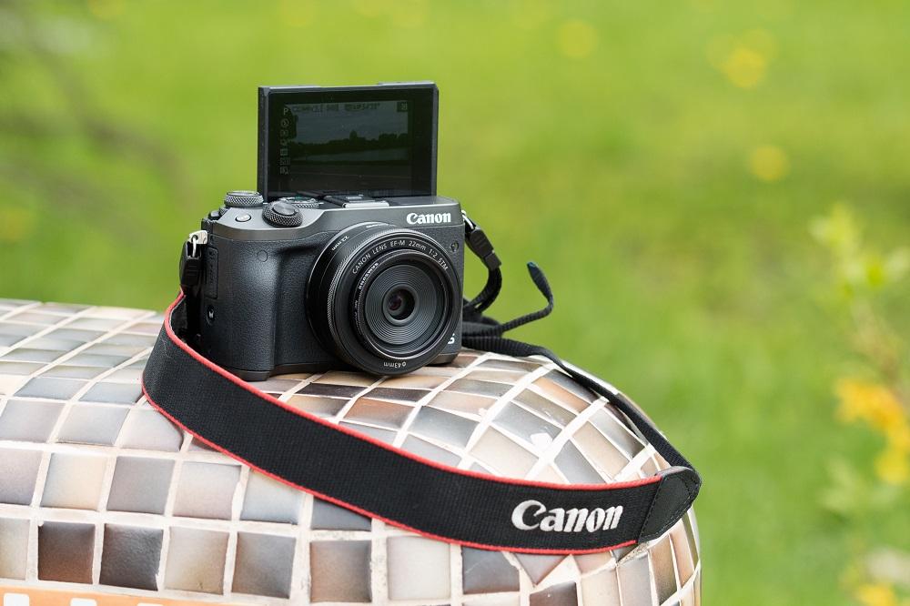 Возможность поворота экрана фотокамеры в сторону объекта съёмки - селфи