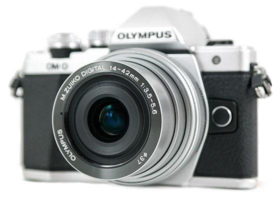Olympus M.Zuiko Digital ED 14-42mm 1: 3.5-5.6 EZ в рабочем состоянии.