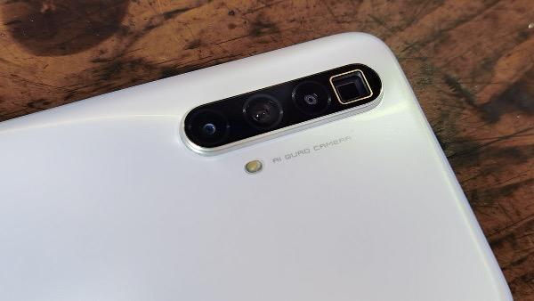 SuperZoom - модули камер смартфона включая камеру с перископным зумом