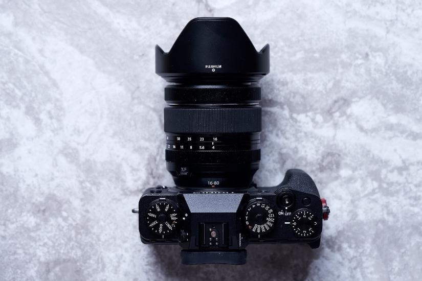 Fujifilm X-T4 без батарейного блока - вид сверху