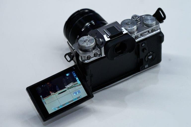 Полностью поворотный сенсорный ЖК-монитор
